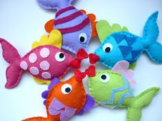 Maisie-Moo Handmade Felt Creations: Rainbow Kissing Fish Mobile by phyllis Calin Gif, Fish Mobile, Sewing Crafts, Sewing Projects, Felt Fish, Rainbow Fish, Fish Crafts, Felt Fabric, Handmade Felt