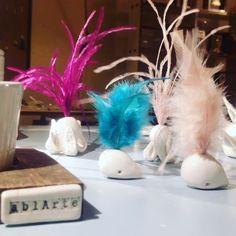 Aggiungi un posto a tavola!  .  .  .  .  .  #place #fashion #wedding #segnaposto #ablarteitalia #ceramics #art #life #lifestyle #christmas #alternative #whale #plumage #white #colors #bird #octopus #table #weddingday #love
