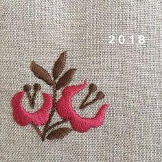 . たくさん楽しいことがありますように。 たくさん刺繍もできますように。 . 今年もよろしくお願いします。 . . #刺繍#刺しゅう#ししゅう#手刺繍#embroidery#broderie#자수 #bordado#ricamo#stickerei#needlework #handembroidery#ちくちく#針仕事#ステッチ#サテンステッチ