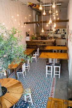 Things That You Need To Know When It Comes To Industrial Decorating You can use home interior design in your home. Even with the smallest amount of experience, you can beautify your home. Take the time to read through the article bel Small Restaurant Design, Small Cafe Design, Restaurant Interior Design, Bistro Interior, Bistro Decor, Cafe Shop Design, Coffee Shop Interior Design, Coffee Shop Interiors, Cafe Restaurant