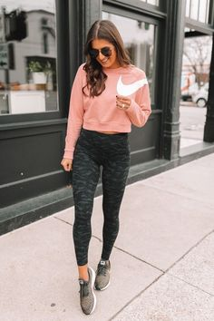 19 Cool Outfits With Camo Leggings Athleisure Outfits, Sporty Outfits, Nike Outfits, Cool Outfits, Summer Outfits, Casual Athletic Outfits, Tennis Outfits, Travel Outfits, Athletic Fashion