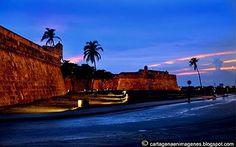 """La ciudad amurallada, o popularmente conocida como el """"corralito de piedra"""" es un sitio histórico y patrimonio de la nación. La majestuosidad de su arquitectura, la variedad de restaurantes, discotecas y hoteles te esperan como solo Cartagena puede hacerlo"""