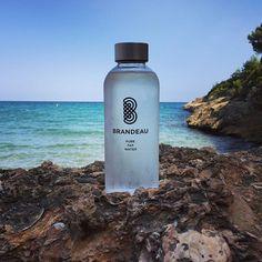 www.brandeau.ch I  Brandeau on the Rocks. ••• #brandeaubottles #wasser #water #wasserflasche #wassertrinken #wassergenuss #hahnenwasser #stilleswasser #flasche #tapbottle #tapwater #trinkflasche #takeawaybottle #togobottle #togo #takeaway #bpafree #tritanbottle #tarragonabeach #tarragona  #lamora #playaespaña #torredelamora