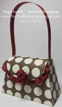 Petite Purse Trendy by Angie Leach - Cards and Paper Crafts at Splitcoaststampers Petite Purses, Paper Purse, Paper Bags, Photo Candles, Fancy Fold Cards, Craft Projects For Kids, Purse Patterns, Mini Purse, Gift Bags