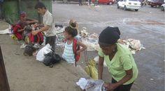 La crisis económica y la escasez de productos que atraviesa al país ha llevado a los venezolanos a buscar opciones para poder llevar comida a sus hogares.