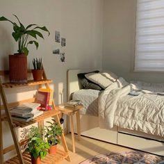 Home Decoration Bohemian .Home Decoration Bohemian Indie Room, Minimalist Room, Pretty Room, Room Ideas Bedroom, Bedroom Inspo, Zen Bedroom Decor, Study Room Decor, Bedroom Small, Bedroom Plants
