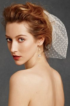 Ideas for wedding veils rustic hair pieces Wedding Hairstyles With Veil, Short Wedding Hair, Wedding Hair Pieces, Bridal Hairstyles, Headpiece Wedding, Wedding Veils, Chic Wedding, Rustic Wedding, Desi Wedding