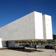 Museu da Cidade de Brasília - representa um marco histórico, pois a inauguração representou a transferência oficial da Capital do RJ para Brasília.