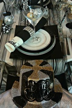 FOCAL POINT STYLING: New Years Eve Tablestyling: Silver Black & Gold