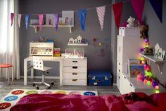 PÅHL bureau | #IKEA #IKEAnl #inspiratie #kinderkamer #bureau #verstelbaar #meegroeien #werkplek #studeren #school #tekenen #kleuren #spelen