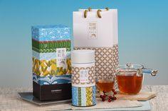 舞鶴臺地的氣候與地勢獨厚茶樹栽種。在有機無農藥自然農耕的茶園中,小綠葉蟬啃咬茶葉後,使茶菁產生淡雅的蜜香。蜜香紅茶帶有天然蜜香、淡淡果香以及蔗糖香等多層次口感,與傳統紅茶相較,完全沒有茶葉久泡所產生的苦澀感。瑞穗得天獨厚的環境,讓瑞穗的農產品品質優異。因此,包裝設計以瑞穗的自然條件與特色為主視覺,讓消費者從產品的包裝上就能感受到瑞穗的風、瑞穗的雲、瑞穗的天空,任何時空下品嚐瑞穗蜜香紅茶,即是一份恬淡的自在感受。