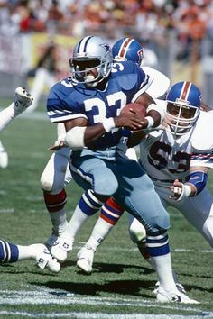 096b26f3611b CIRCA Running back Tony Dorsett of the Dallas Cowboys carries the ball  during a circa NFL game against the Denver Broncos at Mile High Stadium in  Denver
