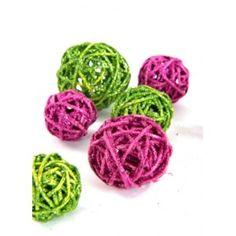 Boules rotin à paillettes chocolat, vert, blanc cassé, fuschia diamètres assortis pour décoration.