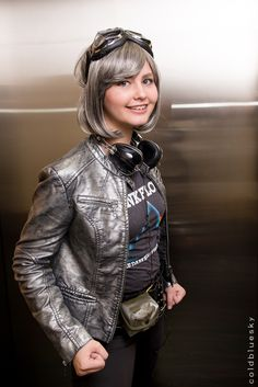 """""""Quicksilver cosplay by 16 year Old Cosplay-Heronie at Long Beach Comic Con 2014"""" Ooh this is also really good. Despite the fact that I haven't seen this."""