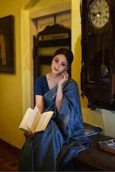 Indian Wedding Outfits, Indian Outfits, Indian Clothes, Dress Indian Style, Indian Dresses, Formal Saree, Casual Saree, Saree Poses, Sari Dress
