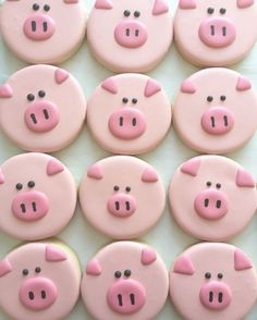 Pig decorated sugar cookies cute food idea for a pig, farm, animal, or farmer themed party idea Pig Cookies, Super Cookies, Fancy Cookies, Iced Cookies, Cupcake Cookies, Pig Cupcakes, Party Cupcakes, Flower Cookies, Cookies With Royal Icing