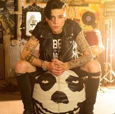 Andy Biersack << sitting on the one and only best bean bag ever
