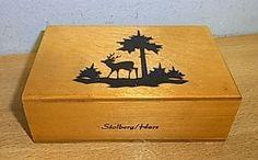 Das ist ein Urlaubsandenken, das ich mir Anfang der 70ger gekauft habe. Es sind sogar noch die alten Rommeekarten von damals drin.