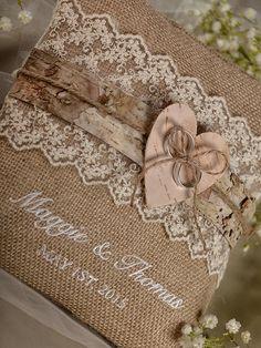 Joli en blanc- Dentelle rustique mariage oreiller Birch Bark par 4LOVEPolkaDots