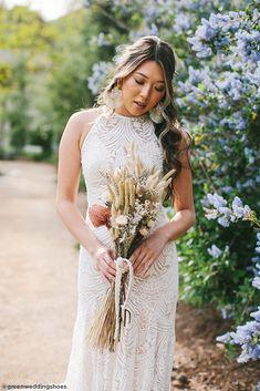 DIY Dried Flower Bouquet - Boho Wedding Bouquet Inspiration Flower Bouquet Diy, Boho Wedding Bouquet, Wedding Flower Guide, Diy Wedding Flowers, Floral Bouquets, Floral Wedding, Wedding Dresses, Bohemian Bride, Bohemian Weddings
