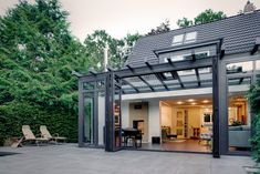Serre Solarlux type Akzent Plus Roof Styles, House Styles, Pergola, Glass Extension, Roof Structure, Roofing Systems, Skylight, Beautiful Homes, Living Spaces