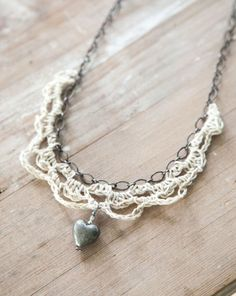Crochet Hemp and Chain Necklace - Tutorial - ♡ Teresa Restegui http://www.pinterest.com/teretegui/ ♡