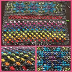 Hoe leuk de eerste week was van de Hygge Cal, zo minder leuk vond ik het deze week. Ik heb vooral veel gesakkerd, uitgehaald en opnieuw geprobeerd … De separator blijkt dan ook niet mijn best… Freeform Crochet, Tablecloths, Hygge, Crochet Hooks, Lana, Crochet Patterns, Embroidery, Rugs, Knitting