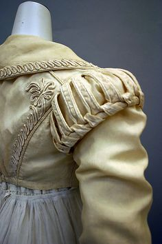 Detail of spencer jacket, Ensemble, British, silk & cotton, Metropolitan Museum of Art. 1800s Fashion, 19th Century Fashion, Vintage Fashion, 17th Century, Historical Costume, Historical Clothing, Look Fashion, Fashion Details, Mode Renaissance