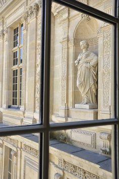 I took a photo in this very spot!!!    Le Louvre, Paris © Maelo Paris