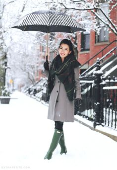 How to Survive Winter in Style // Winter Boot Outfits - Extra Petite Green Hunter Boots, Hunter Boots Outfit, Green Boots, Fall Winter Outfits, Winter Wear, Autumn Winter Fashion, Snow Outfit, Extra Petite, Mein Style