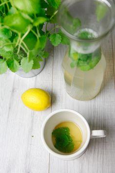 hausgemachter Zitronenmelisse Tee | Berries & Passion