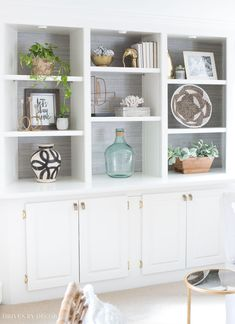 Love the styling of the shelves in this large built-in bookcase - click through . Love the styling of the shelves in this large built-in bookcase – click through for lots of helpful tips and formulas for decorating your own shelves! Styling Bookshelves, Large Bookshelves, Decorating Bookshelves, Built In Bookcase, Bookshelf Ideas, Bookcases, Bookshelf Design, Decorate Bookcase, Bookcase Makeover