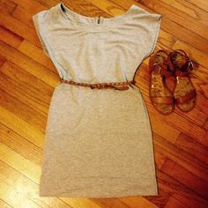 🍀Sold in bundle🌿cute dress with pockets! Cute! Love the material, like a t-shirt, but a little heavier. So comfortable. Has pockets on sides. Zip closure in back. Good condition. No tears or stains. Pet free/ Smoke free home. Has no size indication that I can see, but it fits like a small. Dresses