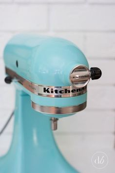 Now that's my new color.... Ocean Breeze! This may be on my project list in the near future! I love my Kitchenaid mixer, but  standard white was all there was available when I bought mine 14 years ago...  Maybe a few shell decals? Customized for meeeee......!