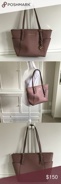 """Michael Kors Jet Set East West Dusty Rose Mauve Nearly new jet set east west tote. Saffiano leather. Perfect size for all your daily needs. Zip top so your items don't fall out. 16"""" wide x 10"""" tall x 4.5"""" deep. 9.5"""" strap drop. This seasons color, dusty rose. It's a fabulous neutral mauve/pinkish color. Only signs of wear are on the feet and the zipper has some small scratches. Leather and interior are really clean and shoe no signs of use. Please note, there is a strong perfume smell. I…"""