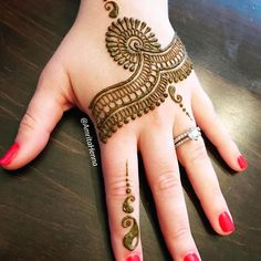 Very easy and simple mehndi designs photos for hands 2018 Back Hand Mehndi Designs, Mehndi Designs For Girls, Latest Mehndi Designs, Simple Mehndi Designs, Henna Tatoos, Mehndi Tattoo, Henna Tattoo Designs, Henna Mehndi, Mehendi