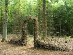 Gravity-Defying Land Art by Cornelia Konrads Gravity Defying Land Art by Cornelia Konrads sculpture installation art Land Art, Cornelia Konrads, Art Environnemental, Art Et Nature, Andy Goldsworthy, Park Around, Colossal Art, Wow Art, Interactive Art