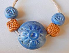Handmade Set beads-lentil stoneware blue flower . por Majoyoal