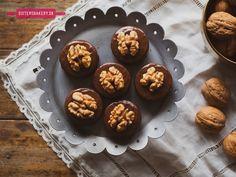 Čokoládové linecké koláčiky – Išelské tortičky Bakery, Muffin, Sisters, Breakfast, Food, Morning Coffee, Essen, Muffins, Meals