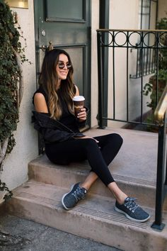 Staying Comfy & Stylish with Allbirds Bird Shoes, Allbirds Shoes, Foto Still, Minimal Look, Sitting Poses, Wool Runners, How To Pose, Girl Photography Poses, Stylish Girl