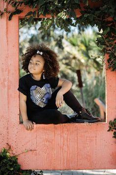 T-Shirt enfant avec motif cœur en tissu wax et barrette de cheveux Barrette, Shirts, Men Wear, Pattern, Hair, Hair Barrettes, Hair Clips, Shirt, Dress Shirt