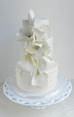 Remarkable Wedding Cake How To Pick The Best One Ideas. Beauteous Finished Wedding Cake How To Pick The Best One Ideas. Round Wedding Cakes, Wedding Cakes With Cupcakes, White Wedding Cakes, Elegant Wedding Cakes, Beautiful Wedding Cakes, Gorgeous Cakes, Wedding Cake Designs, Pretty Cakes, Cupcake Cakes