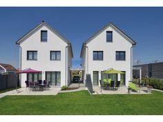 Kunz - #Doppelhaus von Fertighaus Weiss GmbH | HausXXL #Fertighaus #klassisch…