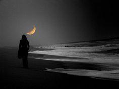 Caminando junto a la Luna......Walking beside the Moon....