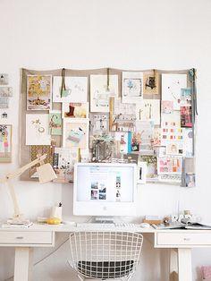 Hjemmekontor, kontor, skrivebord, kontorindretning, inspiration, kontorstol, visionboard, inspirationsvæg, moodboard http://mindfulstyling.dk/indretning-der-oger-effektiviteten-pa-arbejdspladsen/