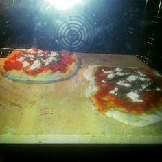 Pizza buonissima cotta nella splendida piastra refrattaria!