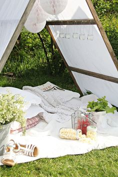 Brissi Loves | A great idea to create much needed shade from the sun during your picnic. Perfect for a romantic date.