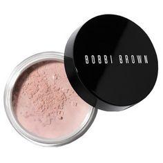 """Der neue Retouching-Powder lässt die Haut besser aussehen und ist dennoch komplett unsichtbar. """"Pink"""" wirkt gegen einen fahlen Unterton für sehr helle bis mittlere Hauttypen."""