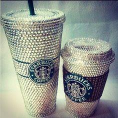 glitter drinking cup from starbucks so amazing what an idea Cold Starbucks Drinks, Copo Starbucks, Starbucks Cup, Starbucks Tumbler, Starbucks Shirt, Starbucks Birthday, I Love Coffe, Cocoa, Glitter Make Up