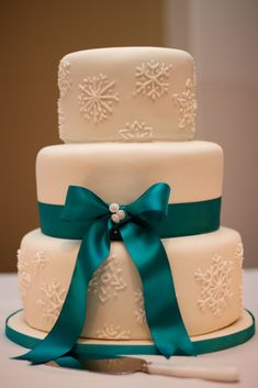 Winter Wedding Cake w/ Snowflake Piping  I LOVE IT. Change the ribbon to a royal blue.